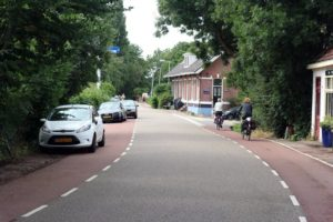 cycling-holiday-in-amsterdam-traditional-homes-in-holland-canal-pleasures-3